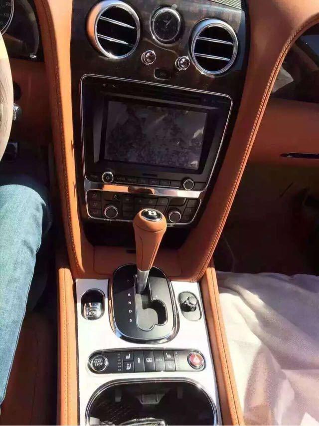 16款宾利飞驰V8美规版畅想顶级轿跑空间